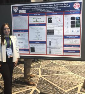 Investigación en Upenn al presentar en el American Association for Cancer Research (AACR) Annual Meeting. Recibió el Margaret Foti Foundation Undergraduate Prize for Cancer Research Mabel 1