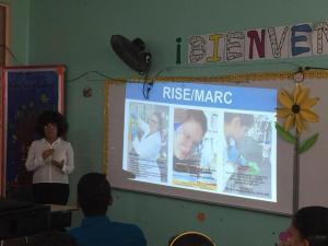 """Mariela haciendo """"outreach""""en la Escuela Especializada en Ciencias y Matemáticas Genaro Cautiño en Guayama PR 2"""